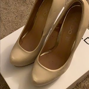 Women's abuse and gold stiletto. Size 37